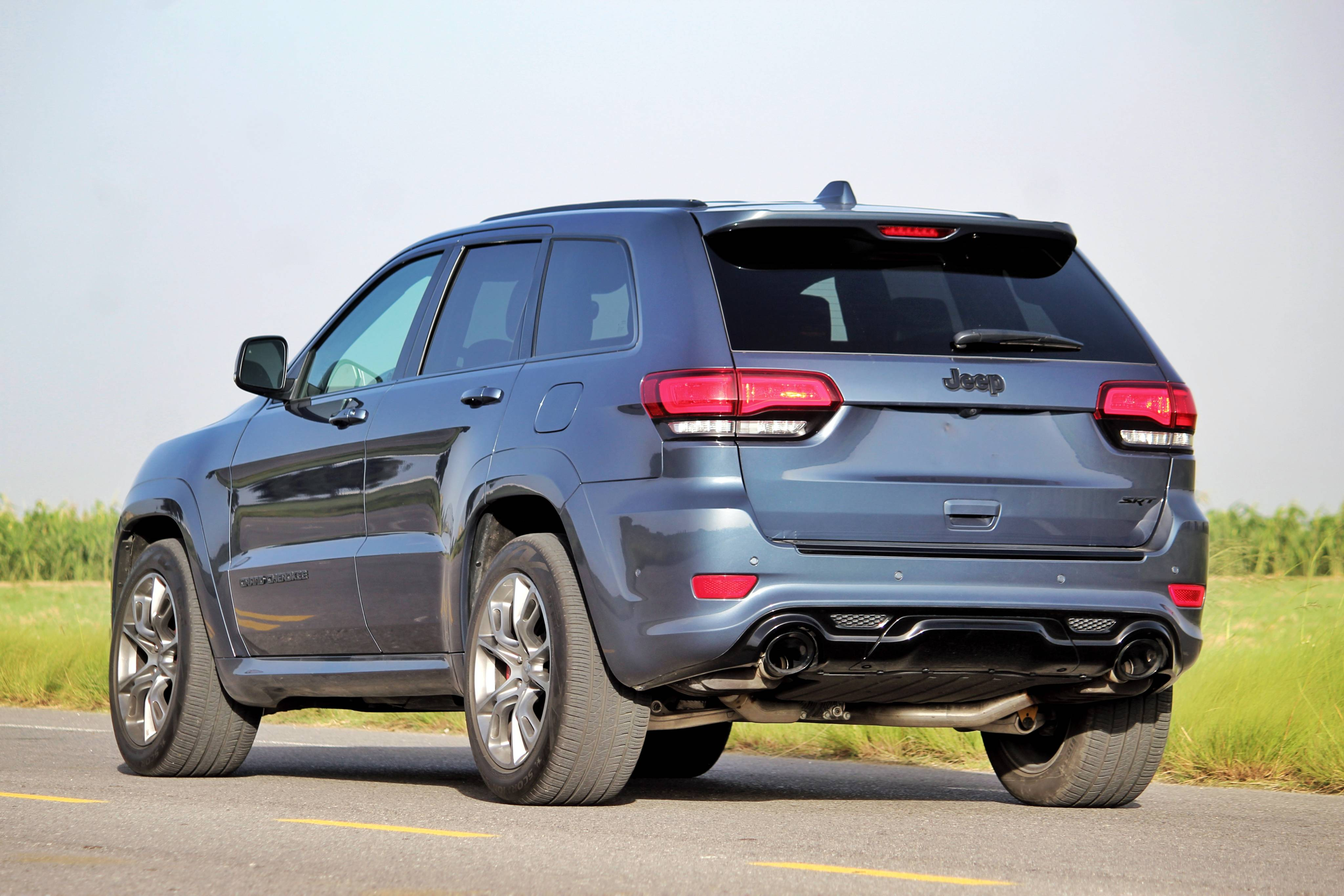 JEEP GRAND CHEROKEE SRT BLUE EDITION trasera