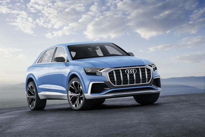 Audi Q8 color: azul Bombay